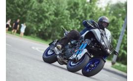 Два колеса спереди: почему у мотоцикла Yamaha Niken такая странная конструкция?